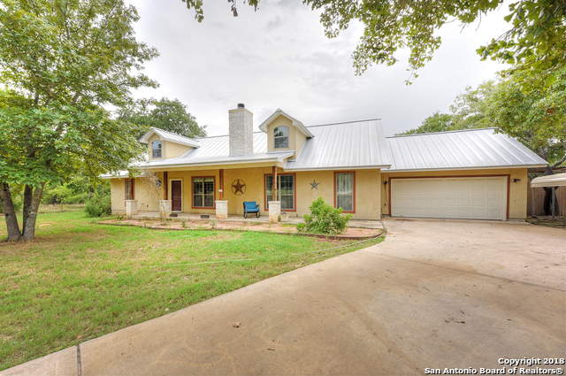 200 Clear Lake Loop Poteet, TX