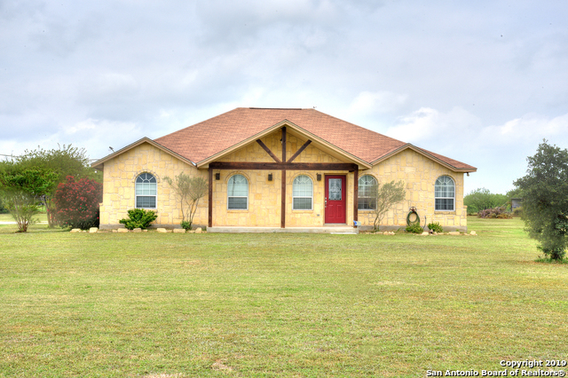 528 County Road 683 Lytle, TX