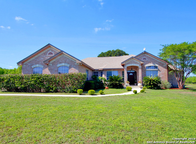 125 High Meadow Dr Lytle, TX